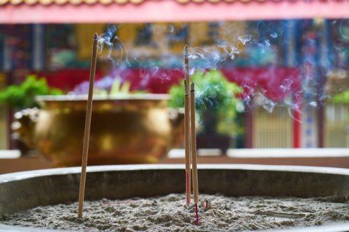 Sonnlicht: Von Weihrauch, Räucherwerk und Räucherstäbchen