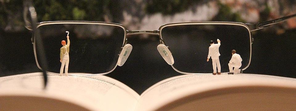 Brille reinigen und Durchblick behalten