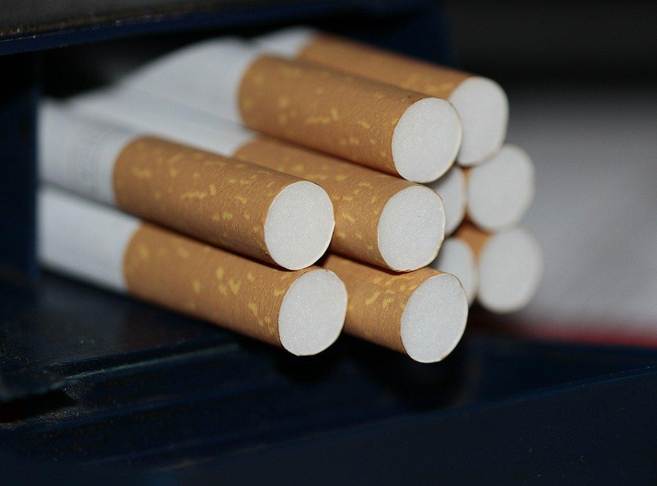 Zigaretten selbst drehen oder stopfen - lohnt das?