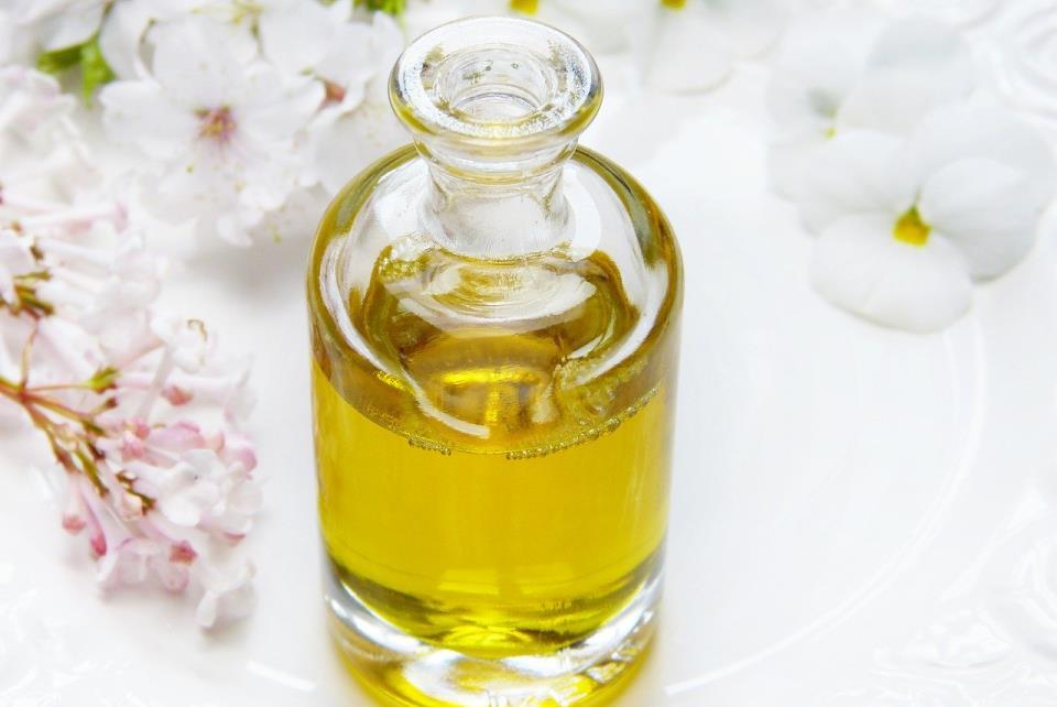 Heilende Mundspülungen – Die wirksamsten Kräuter, Öle und Tees für Atemfrische und ganzheitliche Gesundheit